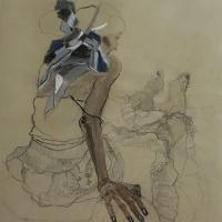 Eine Zeichnung zeigt eine Frau im Kleid in der Rückansicht