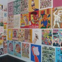 Foto von einer Ausstellung mit den Illustrationen von Jens-Uwe Clauß